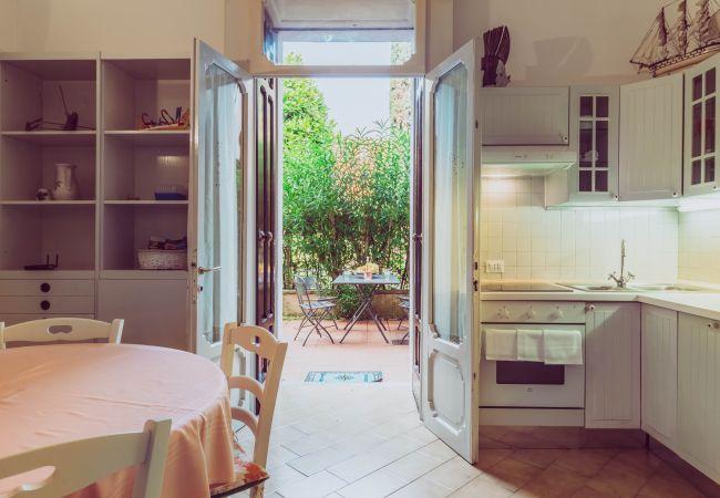 a Desenzano del Garda - Sweet Garden ( CIR 017067-CNI-00340 )