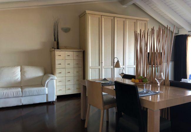 Appartamento a Desenzano del Garda - ATTICO CON VISTA MOZZAFIATO SUPERIOR * (CIR 017067-CNI-00422)