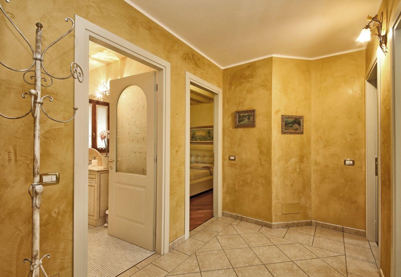 Appartamento a Manerba del Garda - Olivo: elegante appartamento molto spazioso
