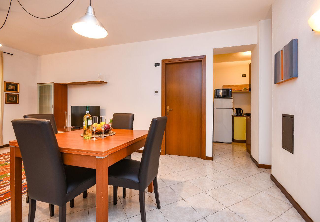 Appartamento a Desenzano del Garda - Desenzanoloft: Yellow Apartment  CIR 017067-CNI-00455
