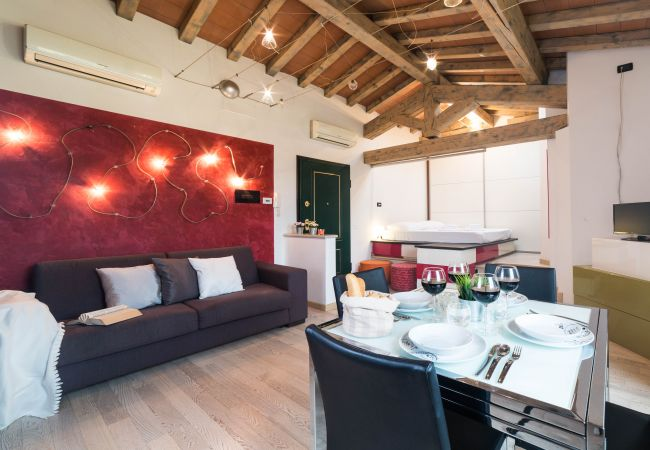 Ferienwohnung in Desenzano del Garda - Ferienwohnung Die Seesuite ( CIR 017067-CIM-00341 )