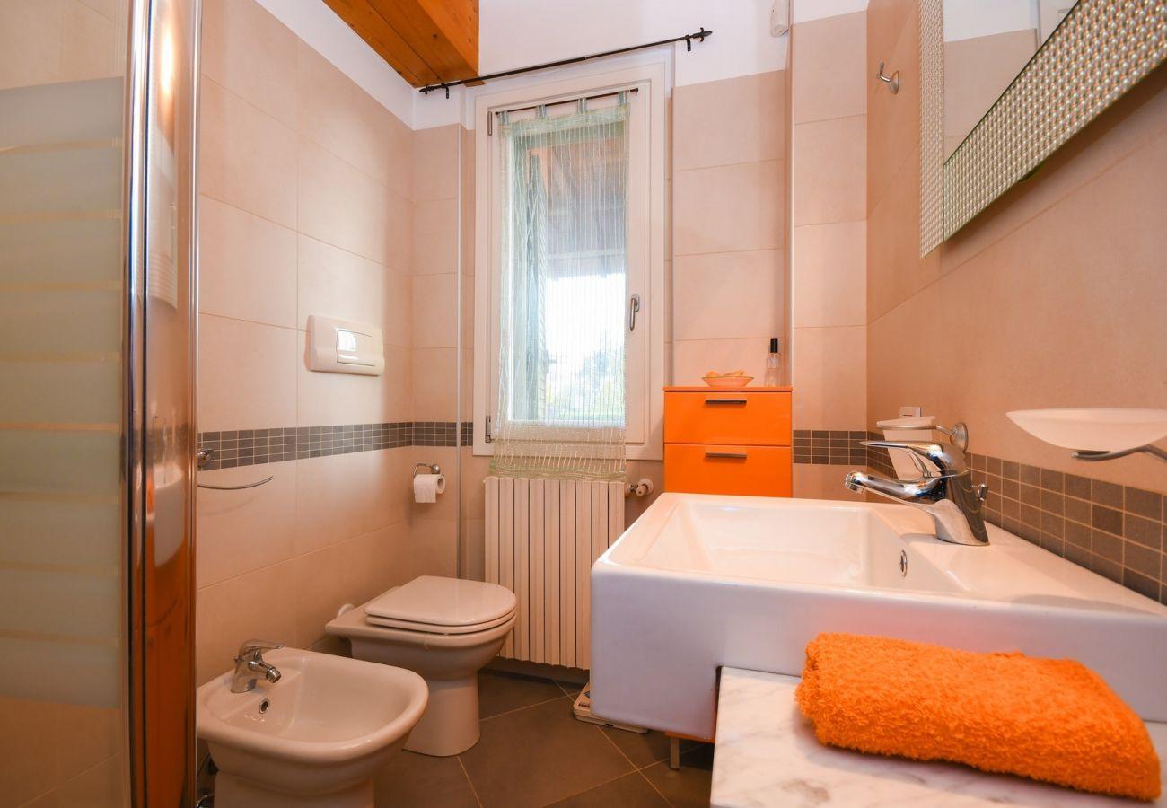 Chalet in Moniga del Garda - Orange: private house with garden in the centre of Moniga del Garda