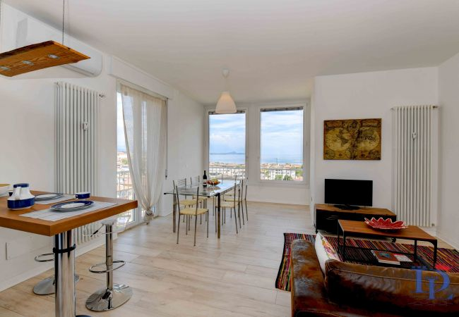 Apartment in Desenzano del Garda - Desenzanoloft: The window on the lake