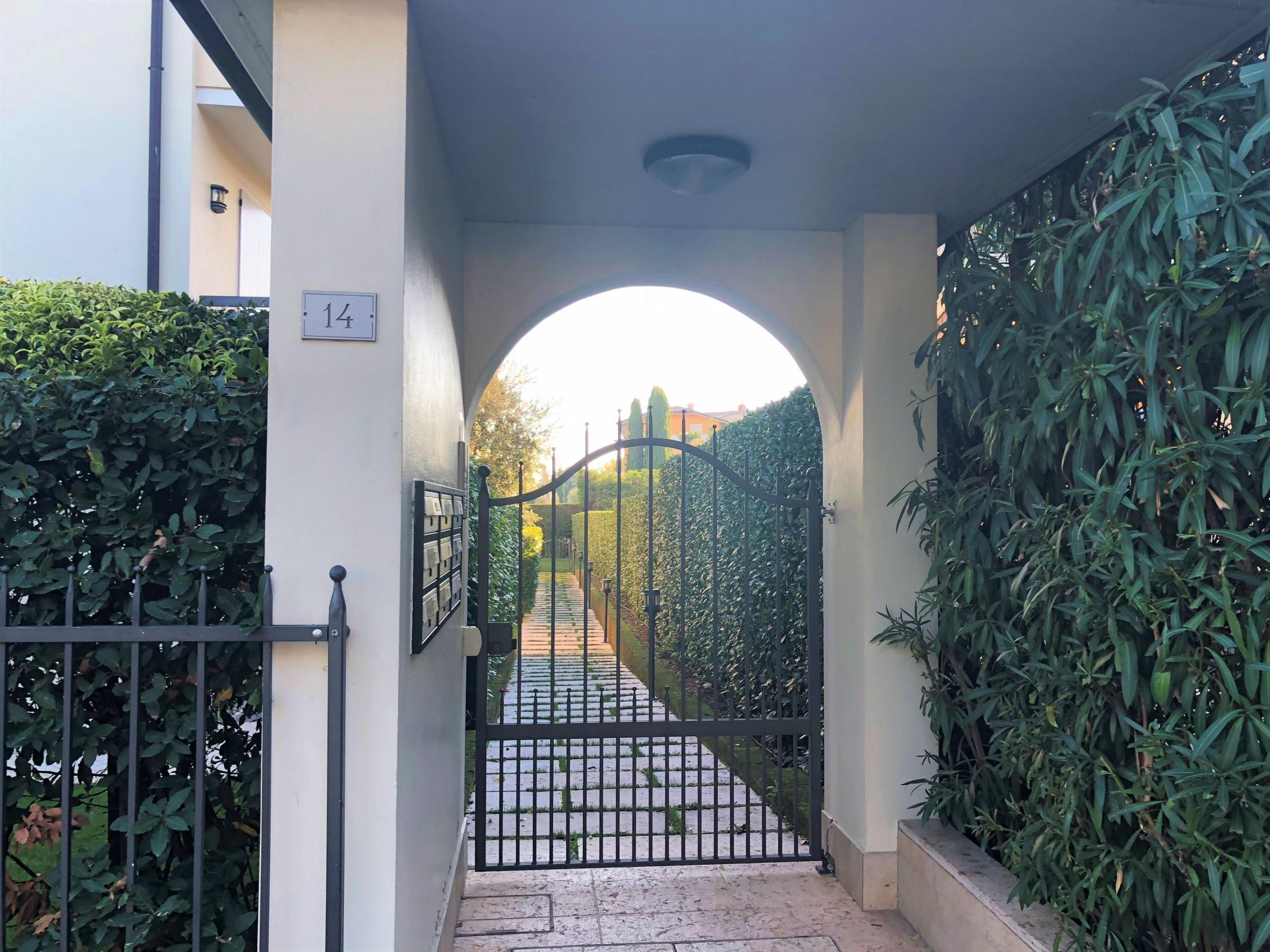 Appartamento In Villa Con Giardino Privato Piscina Condivisa 4 Unita Sirmione Appartamenti In Sirmione