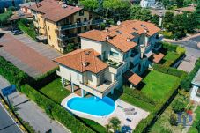 Appartamento a Sirmione - APPARTAMENTO IN VILLA CON GIARDINO PRIVATO , PISCINA CONDIVISA (4 UNITA') SIRMIONE