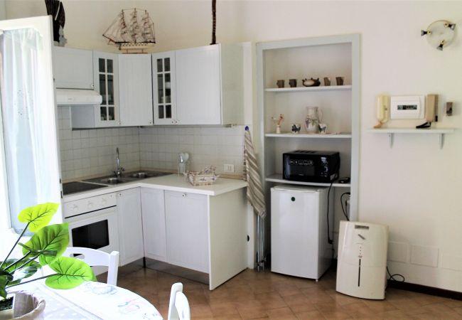 Апартаменты на Desenzano del Garda - СЛАДКИЙ САД, 2-х комнатная квартира  с туалетом и видом на садик. ( CIR 017067-CNI-00340 )