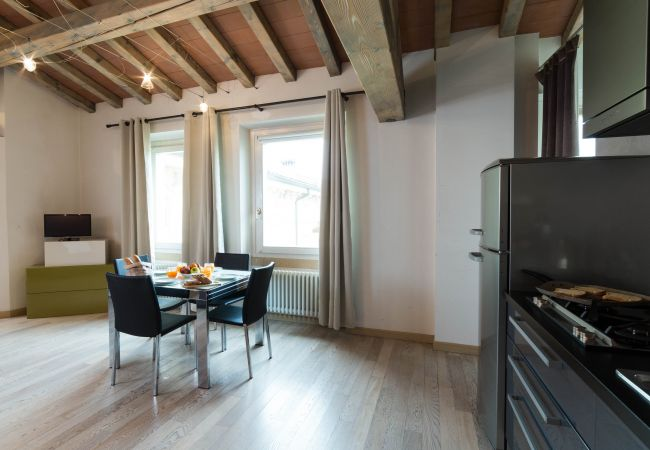 Апартаменты на Desenzano del Garda - АПАРТАМЕНТ НА ОЗЕРЕ, однокомнатная комфортная кв. с туалетом ( CIR 017067-CIM-00341 )